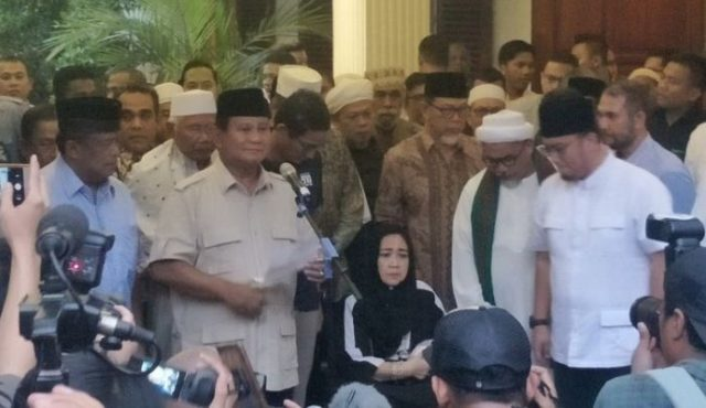 Calon presiden Prabowo Subianto akhirnya tampil bersama calon wakil presiden Sandiaga Uno