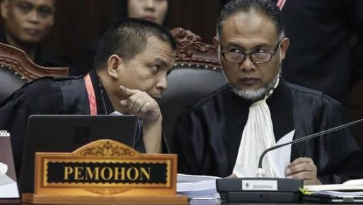 Ketua Tim Kuasa Hukum Prabowo-Sandiaga, Bambang Widjojanto, dan anggota tim, Denny Ind